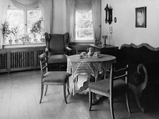 "The interior of the ""Froebelhaus"" at the Goetheweg"